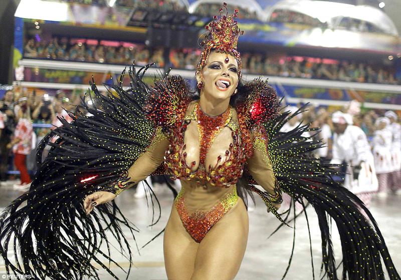 Порно во время карнавала