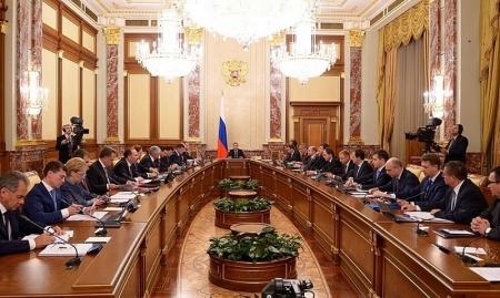 Уход Медведева: смена лоцмана или курса?